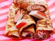 Рецепта Солени палачинки със сирене, сметана и рулца от раци